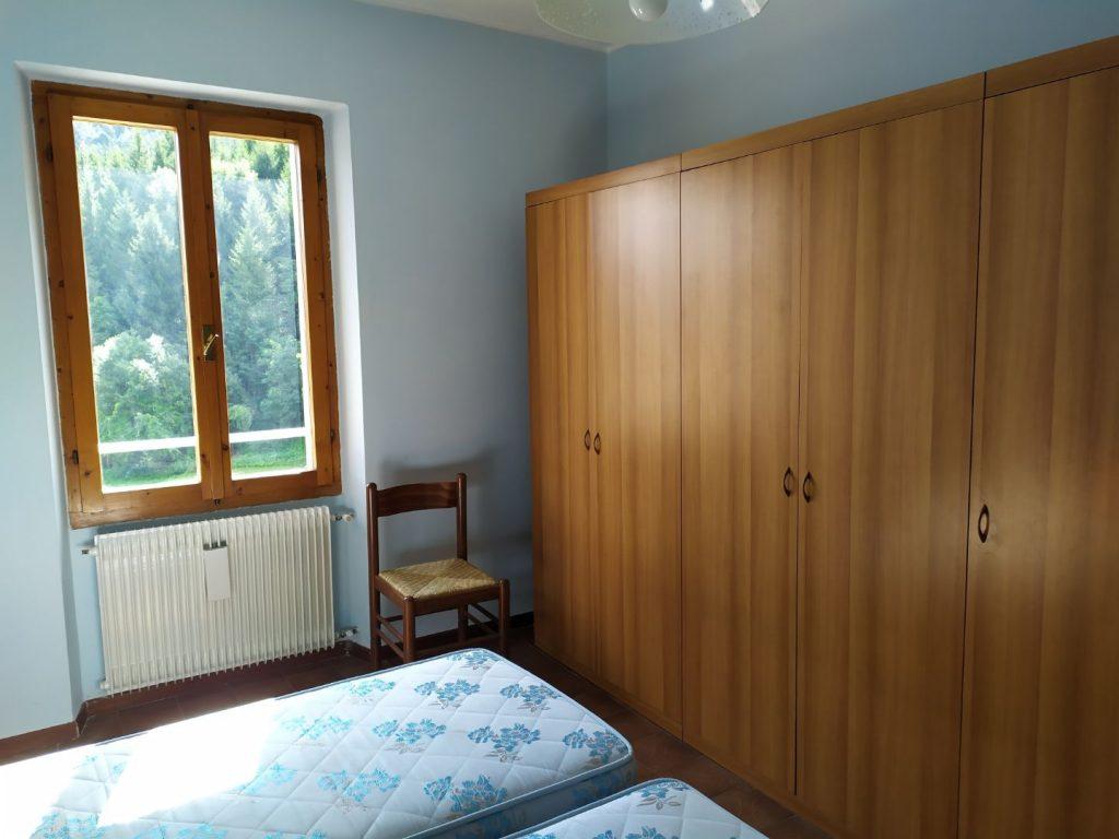 camera letto con finestra